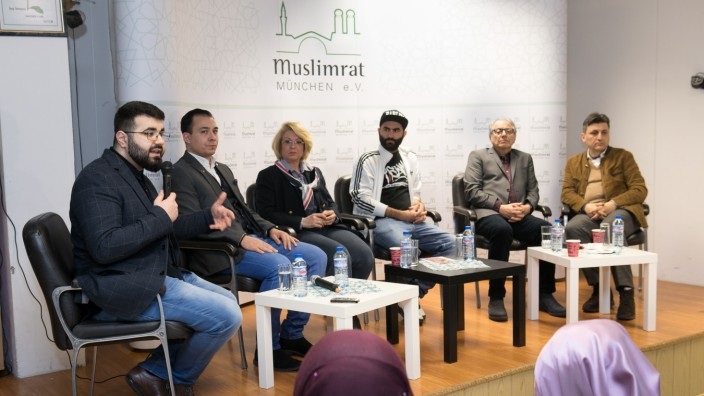Muslimrat München, Podiumsdiskussion zum Thema Muslime vor der Kommunalwahl, , Schanzenbachstr. 1