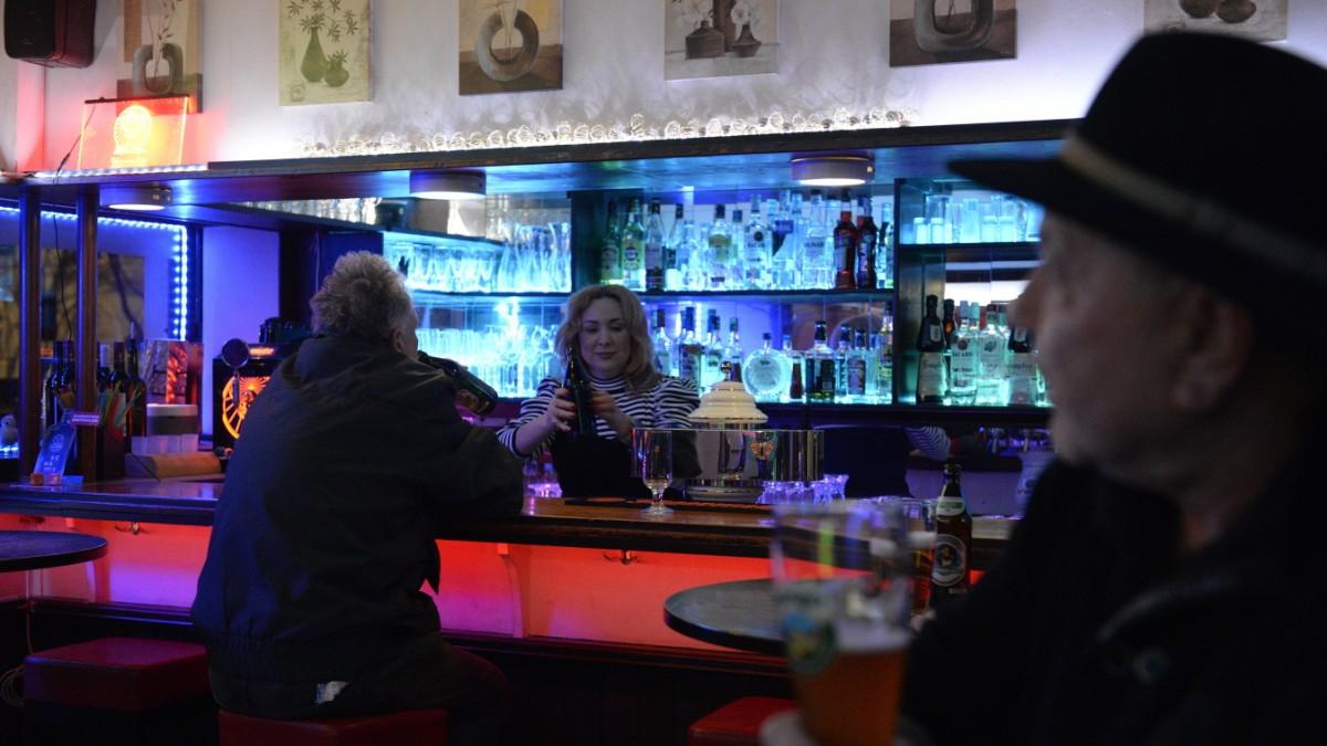 München-Westend: Bilderbuch-Kneipe Bar Astalla