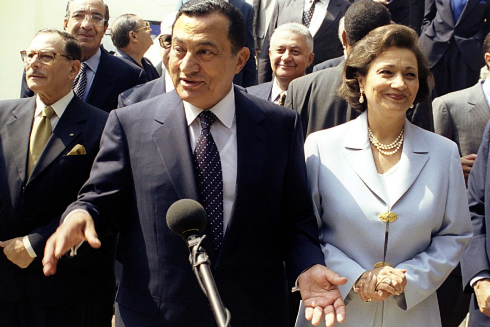 EGYPTIAN PRESIDENT MUBARAK AND WIFE EMERGES FROM POLLING BOOTH