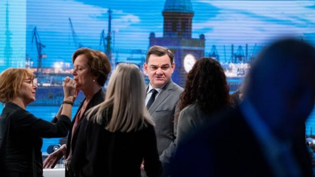 Wahl Bürgerschaftswahl 2020 - Medienzentrum am Wahlabend - Anna-Elisabeth von Treuenfels-Frowein mit Marcus Weinberg vor