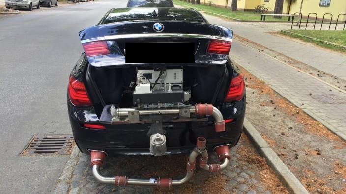 Messung der Abgase eines BMW 750d