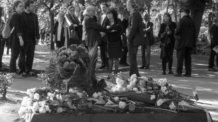 Imre Kertesz the only Hungarian Nobel laureate in literature is laid to rest in the Fiume road cem; Imre Kertesz the only Hungarian Nobel laureate in literature is laid to rest in the Fiume road cem
