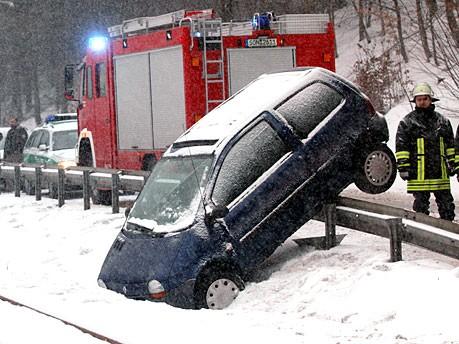 Leitplanke Schnee