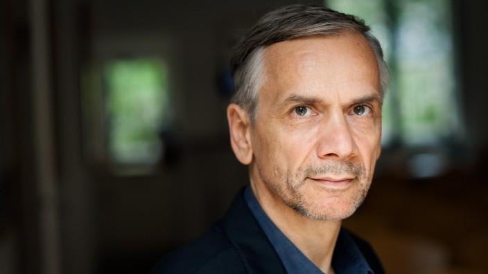 """""""Stern 111"""" von Lutz Seiler: Für den Vorgängerroman """"Kruso"""" wurde Lutz Seiler 2014 mit dem Deutschen Buchpreis ausgezeichnet."""
