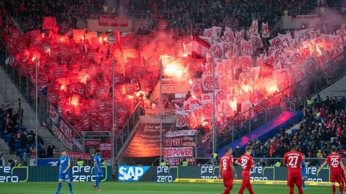 FC Bayern: Pyrotechnik im Bayern-Block beim Spiel gegen 1899 Hoffenheim