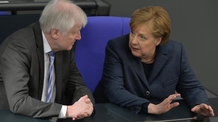 Horst Seehofer und Angela Merkel im Deutschen Bundestag