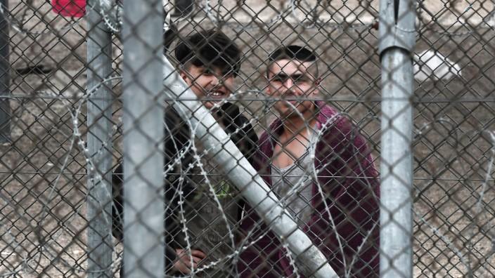 Flüchtlingspolitik: Hinter dem Zaun des Filakio-Flüchtlingslagers auf der griechischen Seite der Grenze.