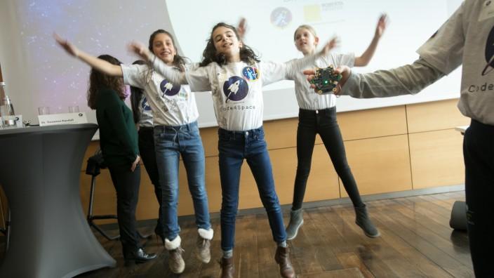Code4 Space, erste deutsche Astronautin starten Wettbewerb für Grundschulen