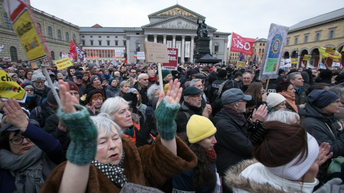Demo gegen AFD am Max-Josef-Platz