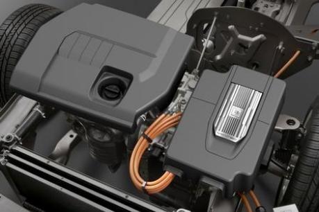 Opel Ampera: Verbrennungsmotor links, Elektromotor rechts