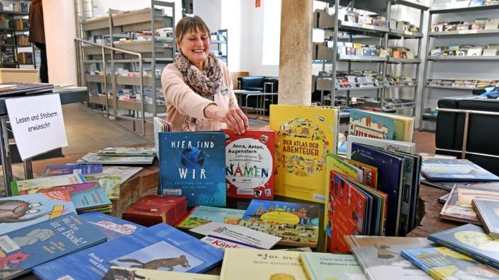 Fürstenfeldbruck: Christine Dietzinger, Vorsitzende des Vereins Turmgeflüster, will zum Lesen animieren.
