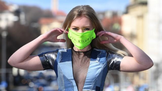 Mode mit Mundschutz der Designerin Pia Bolte