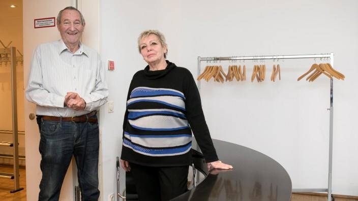 Senioren-Ehepaar, das seit 20 Jahren im Literaturhaus die Garderobe schmeißt