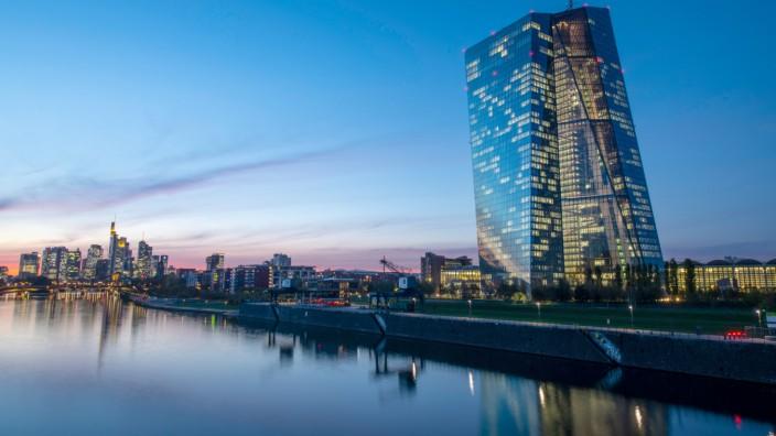 EZB - Der Herrscher aus dem Osten