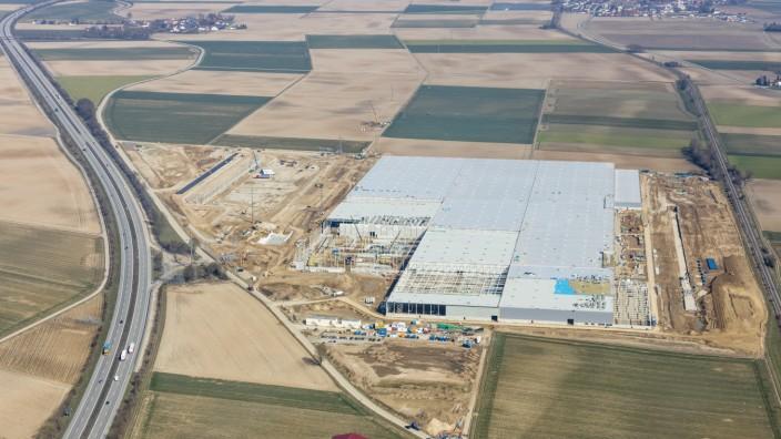 Luftaufnahme von der Baustelle des neuen Logistikzentrums mit 170.000 Quadratmetern bei Wallersdorf