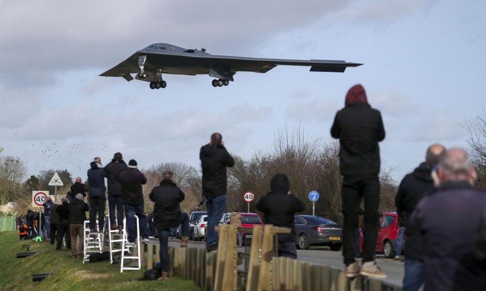 Kampfflugzeug der US Air Force landet in Großbritannien