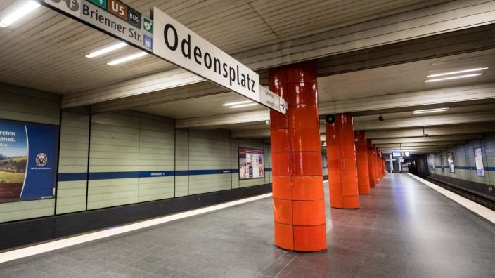 Coronavirus: Menschenleere U-Bahnhaltestelle in München