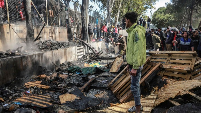 Lesbos: Brand im Flüchtlingslager von Moria - ein Mädchen (6) stirbt