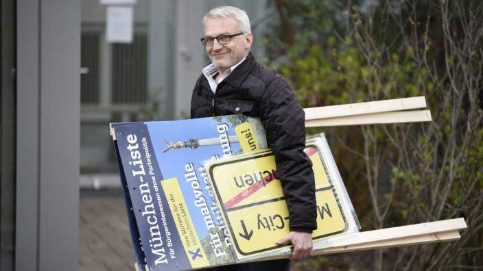 Geplatzte Hoffnungen: Jetzt heißt es: Zusammenpacken und heim gehen. Dirk Höpner von der München-Liste holte bei der OB-Wahl enttäuschende 0,4 Prozent.