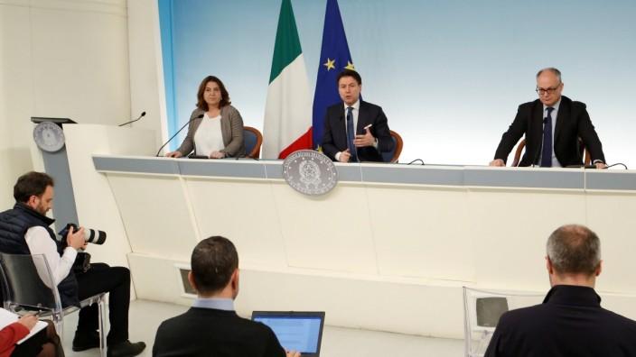 Corona-Krise: Italiens Premier Conte bei einer Pressekonferenz