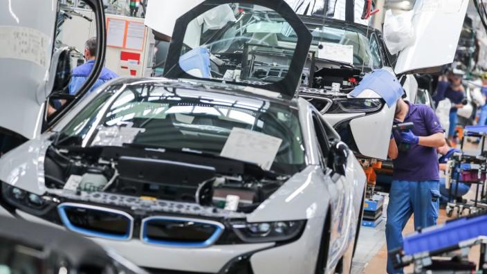 BMW in Corona-Krise: Autobauer stoppt Produktion für vier Wochen