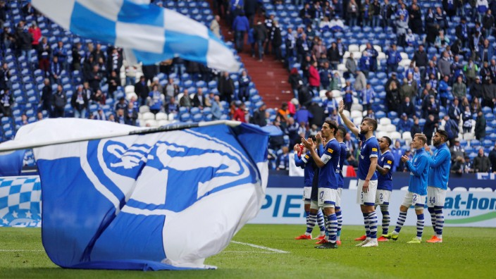 Bundesliga - Schalke 04 v FC Augsburg