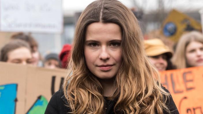 Die Initiatorin der Berliner Demonstration Luisa Neubauer waehrend der woechentlichen Demonstration