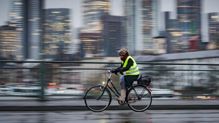 Radfahrerin in Frankfurt/Main