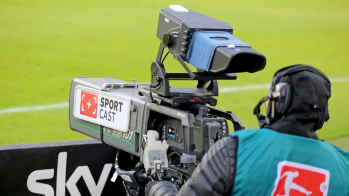 Bundesliga: Fernsehkamera am Spielfeldrand