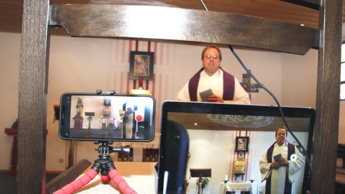 Stadtpfarrer streamt Gottesdienst