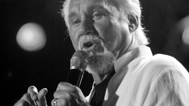 FILE PHOTO: Country artist Kenny Rogers sings in Nashville, Tennessee; FILE PHOTO: Country artist Kenny Rogers sings in Nashville, Tennessee