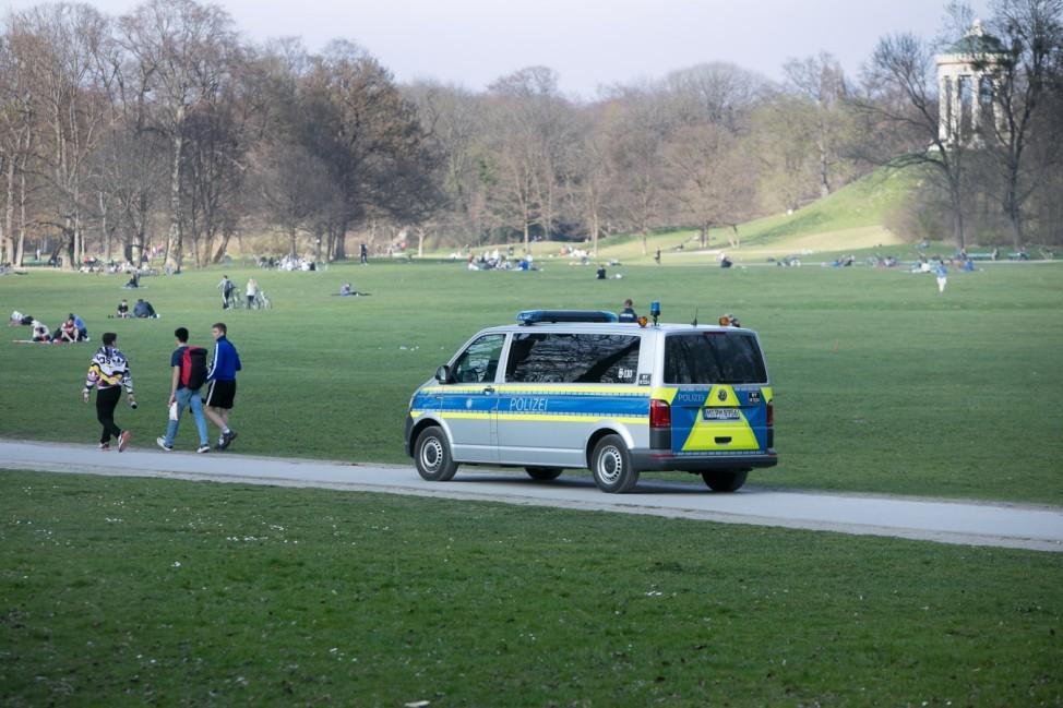 Polizei patroulliert im Englischen Garten, das war am Fr, 20.03.