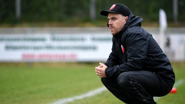 Trainer Christoph Schmitt SV Heimstetten enttäuscht schauend Enttäuschung Frustration disappoi; Fußball