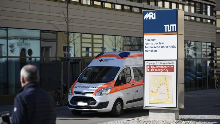 In den Münchner Kliniken, wie hier im Rechts der Isar, bereitet man sich auf eine mögliche Welle von Corona-Patienten vor.