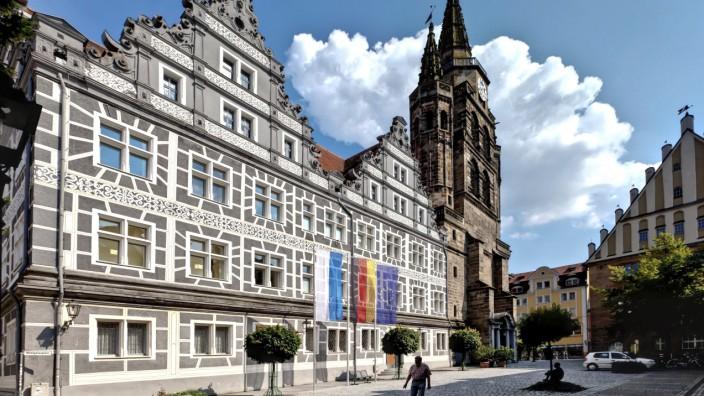 Der Montgelasplatz mit der Kirche St. Gumbertus in Ansbach
