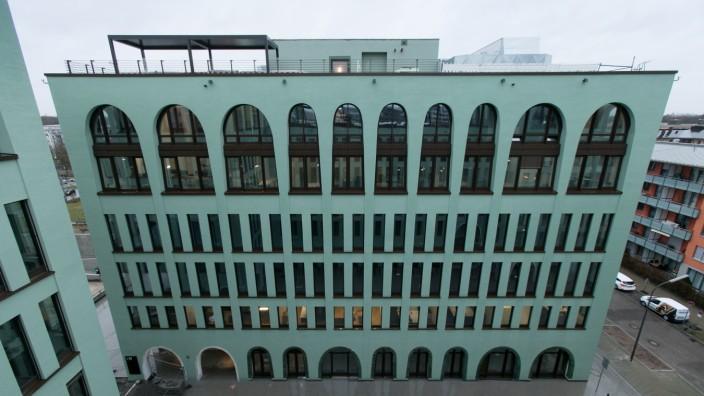 My.O, grünes Bürogebäude an der Stammstrecke in Laim. Wotanstraße / Christoph-Rapparini-Bogen