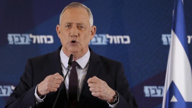 Israel: Benny Gantz könnte bald Außenminister werden. Bislang hatte er versichert, er wolle nicht mit Netanjahu in einer Regierung sitzen.