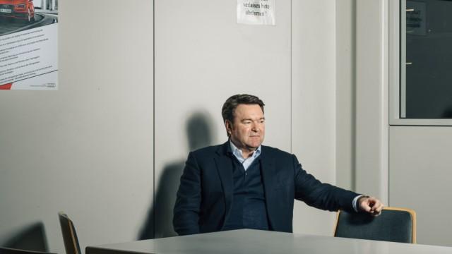 BUCH ZWEI Portrait der Süddeutschen Zeitung über den Vorstandsvorsitzenden der AUDI AG, Bram Schot.