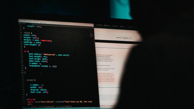 Hacker behindern die Kommunikation zwischen Lehrer und Schüler.