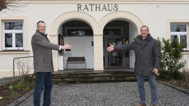Oberschleißheim und die Grensill Bank: Der ehemalige Bürgermeister Christian Kuchlbauer (Freie Wähler, links) und sein Nachfolger Markus Böck (CSU) haben Millionen bei der Greensill Bank angelegt.