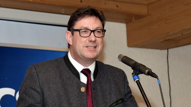 Kommunalwahl im Landkreis Erding: Der 53-jährige Hohenpoldinger Martin Bayerstorfer geht in seine vierte Amtszeit als Erdinger Landrat.