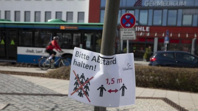 Abstand Hinweis-Schild der Stadt Germering