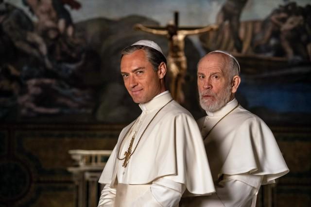 THE NEW POPE 2020 serie TV creee par Paolo Sorrentino saison 1 Jude Law John Malkovich. Gianni Fiorito - Wildside - Sky