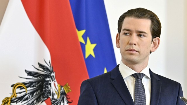 FILE PHOTO: Austrian Chancellor Sebastian Kurz attends a news conference as the spread of coronavirus disease (COVID-19) continues in Vienn