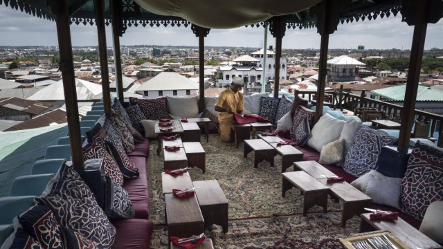 Teehaus Restaurant Emerson Hurumzi Dächer Stonetown Sansibar Tansania Afrika Copyright imageB