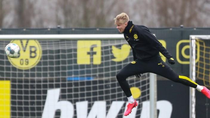 05.03.2020, Fussball, Saison 2019/2020, Training Borussia Dortmund, Erling Haaland (Borussia Dortmund) beim Torschusstra; Erling Haaland Borussia Dortmund