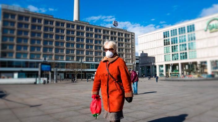Coronavirus: Alexanderplatz in Berlin während der Corona-Krise