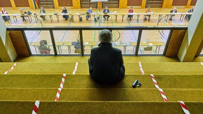 Zorneding Gemeinderat in Turnhalle