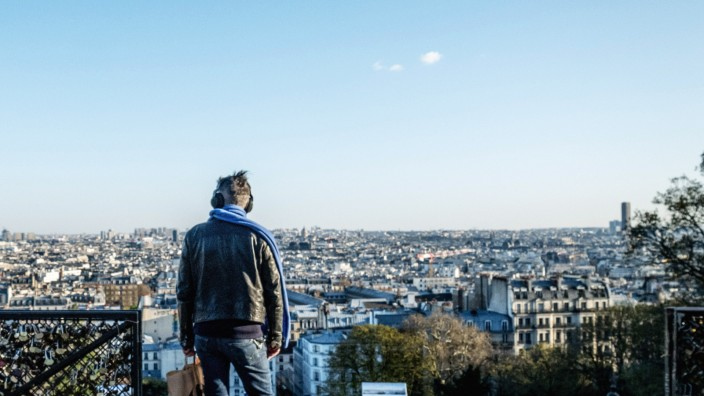 DESERTED STREETS OF PARIS - MONTMARTRE - THE SACRE-COEUR SQUARE IS DESERTED. A MAN LOOKS AT THE VIEW LES RUES DESERTES D