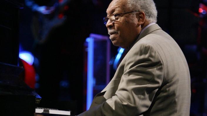 FILE: Jazz Musician Ellis Marsalis Dies Aged 85